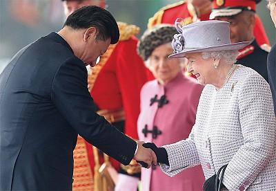 90歲英國女王最勤勞 一年工作量超過兒孫
