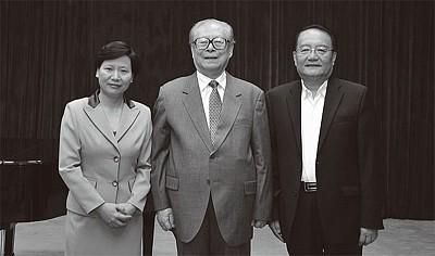 上海海洋大學前校長被處分 曾陪江詭異露面