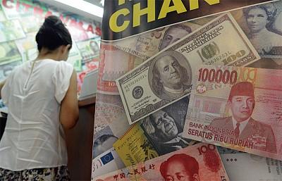 人民幣貶值壓力未解 資產重新配置