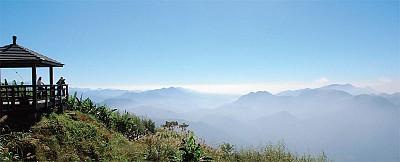 雲霧中的二延平山