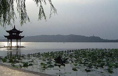 >江山與風月 最憶是西湖