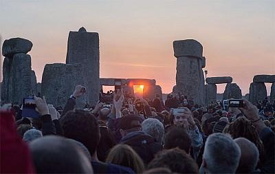 歐洲仲夏節 巨石陣守候夏至之光