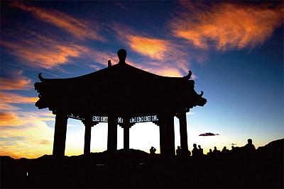 >諸葛亮借東風與中國傳統文化