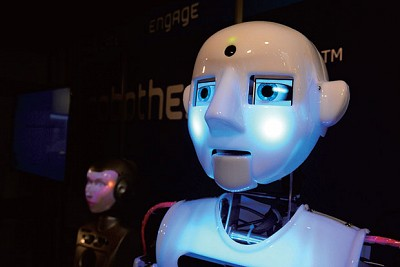 >霍金警告機器人暴動:險惡威脅在實驗室醞釀