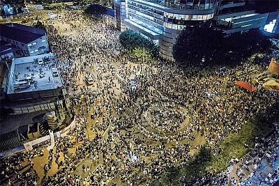 憂心忡忡:中共陰影下的未來香港