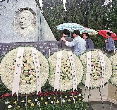 胡耀邦遺孀告別式 3000人送行 傳習近平到場