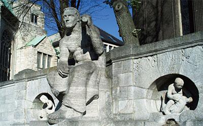 我看中國與西方當代藝術 ——寫在拍攝上世紀初葉的雕像後